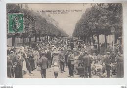 RT30.443  ROCHEFORT-SUR-MER. RUE DE L'ARSENAL.UN JOUR DE MARCHE..CHARENTE-MARITIME.N° 60 CH. G - Marchés