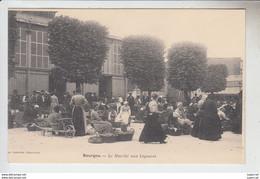 RT30.464   BOURGES.CHER LE MARCHE AUX LEGUMES.AVANT 1904.IMP.LAUSSEDAT CHATEAUDUN. - Marchés
