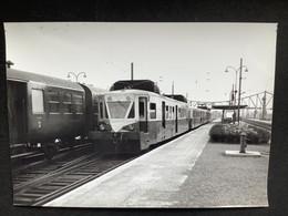 Photographie Originale De J.BAZIN :Les Autorails Aciéries Du Nord ( ADN) Réseau Nord- SNCF Gare De TERGNIER   En 1967 - Trains