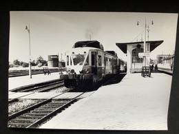 Photographie Originale De J.BAZIN : Les Autorails Aciéries Du NORD (ADN) Sur Le Réseau NORD SNCF .Gare D'ABBEVILLE 1959 - Trains