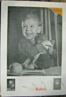 Publicité Ancienne Affiche Sur Carton Photo Papier Film Kodak Enfant Poupée Rare - Plaques En Carton