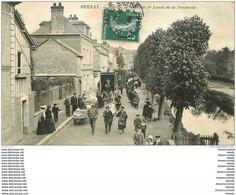 WW 27 BERNAY. Procession Des Charitons Jour De Pentecôte Rue De La Couture Vers 1910 - Bernay