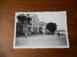 Petite Photo Amateur Royan Années 30 Automobiles Bains Byrrh Format 6/9 Dentelée TBE - Places