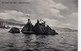 Cpa-Italie-Gênes- Pegli- Hommes Sur Des Récifs(scogli) - Genova