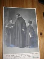 Photo Sur Carton Grand Cdv Carte De Visite Format Cabinet Italie Rome Roma 1911 Identifié Prêtre Et 2 Enfants - Persone Identificate