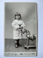 CDV ENFANT - Beau Portrait Enfant Et Son Cheval De Bois à Roulettes - Wien ( Vienne) - TBE - Alte (vor 1900)