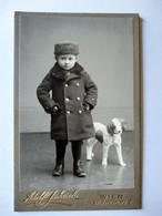 CDV ENFANT - Portrait Enfant Et PETIT CHIEN - Mode Toque Et Manteau - Wien ( Vienne) - TBE - Alte (vor 1900)