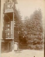 PHOTO ANCIENNE - 88 VOSGES GERARDMER ENFANT BEBE FILLETTE A COTE DE LA MAISON DE FAMILLE 1900 - Gerardmer