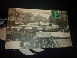 Cartes Postale Manche Normandie Saint Hilaire Du Harcouët Place Du Bassin Un Jour De Marché Animée - Altri Comuni