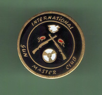 TIR *** INTERNATIONAL GUN MASTER CLUB *** 2121 (40) - Tiro Al Arco