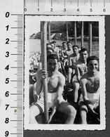 Homme  En Maillot De Bain Torse Nu - Men  PHOTO - Personnes Anonymes