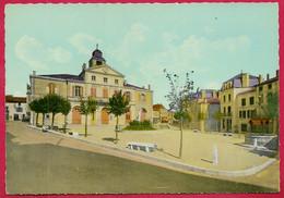 CPSM 16 RUFFEC Charente - Place De La Mairie ° Editions Arlix - Ruffec