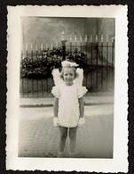 Photo - 9,5 X 7 Cm - 1945 - Fillette En Petit Ange - Angel - Déguisement - Costume - Voir Scan - Persone Anonimi