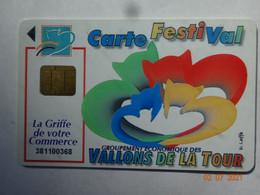 CARTE A PUCE CHIP CARD  CARTE FIDÉLITÉ CARTE FESTIVAL VALLONS DE LA TOUR 38 ISÈRE LA TOUR DU PIN PRESSE LE DAUPHINE - Cartes De Fidélité Et Cadeau