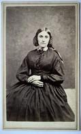 Photographie CDV USA - Portrait De Femme Assise - Mode Coiffure D'époque - Époque Civil War - Lynn - TBE- TBE - Alte (vor 1900)