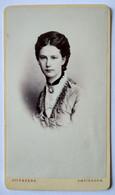 Photographie CDV - Portrait Jeune Femme Par Offenberg à AMSTERDAM - Circa 1875 TBE - Alte (vor 1900)