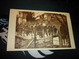 Cartes Postale  Deux Sevres Bagnards Ile De Ré Convoi De Forçats Quittant Le Bagne De Saint Martin Animé - Prigione E Prigionieri