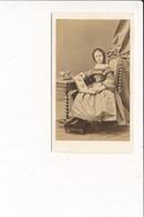 CDV Photo De Femme Fille Noblesse  ( Photographe DISDERI 65 Rue De Siam à BREST 29  ) - Antiche (ante 1900)