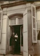 PHOTO ANCIENNE - 88 VOSGES EPINAL 1894 LA MAISON DE FAMILLE HOMME SUR LE PERRON BEBE - Epinal