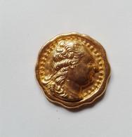 Fève Métal Doré Personnage LOUIS XVI - Historia
