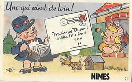 Carte à Système - Facteur - Une Qui Vient De Loin - NIMES - Illustrateur Bozz - Poste Lettre Courrier - - Poste & Facteurs