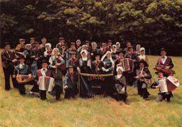 69 Lyon Groupe Folklorique Gergovia Accordeon Vielle Costume Costumes Folklore Auvergnat - Altri