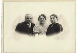 Photo : Jolie Photo Famille , Photographe  R . DENIEAU  à Beaumont Sur Sarthe  . - Anciennes (Av. 1900)