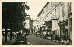 Photo Cpsm 24 RIBERAC. Les Cafés Rue Gambetta Avec Traction-avant - Riberac