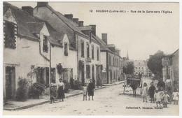 44 - SOUDAN +++  Rue De La Gare Vers L'Eglise +++ Café Chapeau +++ Belle Animation +++ - Otros Municipios