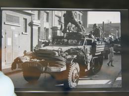 Lot 8 Négatifs Souples Photos Originales Août 1944 LA LIBERATION Lieu à Déterminer - Guerre, Militaire