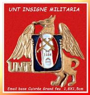 SUPER PIN'S MILITARIA : RARE INSIGNE UNT Visuel Animal Ailé Mythologique émail Base Cuivrée, Format 1,8X1,5cm - Militaria