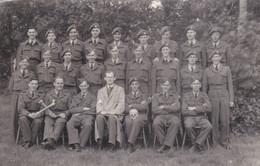 GROUP OF AIRMEN IN UNIFFORM - Autres