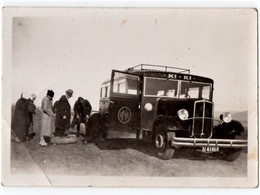 AUTOMOBILE. PHOTO. ALGERIE. BISKRA. AUTOCAR. RENAULT. REPARATION PNEUS CREVES. - Automobiles