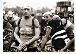 Victor COSSON Avec Le Maillot MERCIER - Wielrennen
