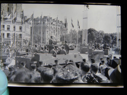 Lot 4 Négatifs Souples De Photo 1945 Réception De La 2 ème DB ( Division Blindée )  Animée Lieu à Déterminer - Guerre, Militaire