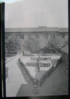 Rarement Vu  Lot 4 Négatifs Souples De Photo 8 Mai 1945 Dans Une école V De La Victoire Et Croix De Lorraine Lieu ? - Guerre, Militaire