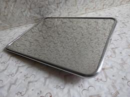 Beau Miroir Vintage à Suspendre Ou à Poser Modèle Moyenne Taille 17 X 23 Cm - Miroirs