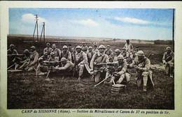 ►  Cpa Guerre (1939-1945)   Batterie De Mitrailleuse Et Canons De 37 M/m - Camp De Sissonne (Aisnes) - Guerra 1939-45