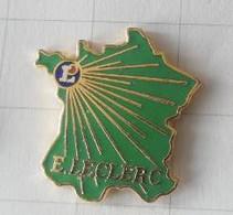 PIN'S - E. LECLERC - Carte De France - Emplacement 1er Magasin ( Landerneau ) - Alimentation