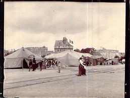 Bretagne Photo De Saint Malo Le Cirque Et Les Circassiens Au Pieds Des Remparts Vers 1900 Ou  Avant - Places