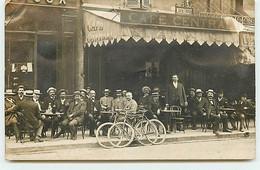 Carte Photo - Hommes à La Terrasse Du Café Central Mestrallet - Cafés
