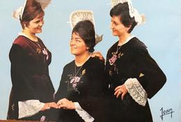 """56   ILE DE GROIX      Costumes Et Coiffes De L'Ile De Groix  """"Jolies Groisillonnes""""  TB PLAN 1964. PAS COURANT - Groix"""