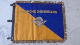 Militaria. Fanion 40cm X 30cm De La Compagnie D'instruction Des Parachutistes ; Très Bon état - Other