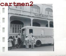 MARTINIQUE LE ROBERT FORT DE FRANCE LA TOURNEE DU CAMION RADIO AMBULANCE MEDECINE HOPITAL 1953 - Non Classificati