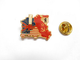 Beau Pin's Pins , Armée Militaire , Guerre 39/45 , Berlin , Russie - Army