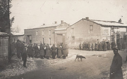 PHOTO ALLEMANDE - GUERRE 14-18 - CONCERT MILITAIRE ENTRE ST.PIERRE ET ST. ETIENNE - VILLAGE À IDENTIFIER - Guerre 1914-18