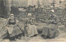 CPA 29 FINISTERE - Coutumes, Moeurs Et Costumes Bretons - Femmes De Cast - Couseuse, Fileuse, Tricoteuse - Other Municipalities