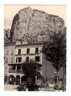 """12821 """" CASTELLANE (FRANCIA) SULLA ROCCA N.D. DE LA GARDE-AGOSTO 1957-HOTEL DU COMMERCE-AUTO ANNI '50"""" VERA FOTO - Plaatsen"""