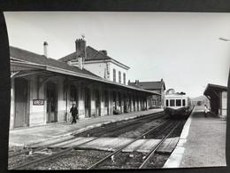 Photographie Originale De J.BAZIN :Ligne De Charleville - Mezières à Givet Et Dînant :gare De VIREUX-MOLHAIN En 1980 - Trains