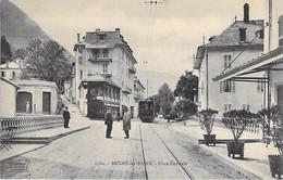 73 - BRIDES Les BAINS : Place Centrale ( Animation Tramway En Plan Central )  CPA Village ( 520 H )  - Savoie - Brides Les Bains